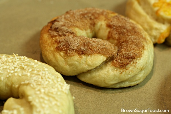 Delicious homemade bagels recipe that puts storebought bagels to shame!! SO yummy!