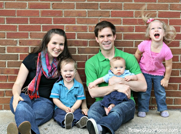 4 tips on taking your own family pictures - awesome tips!